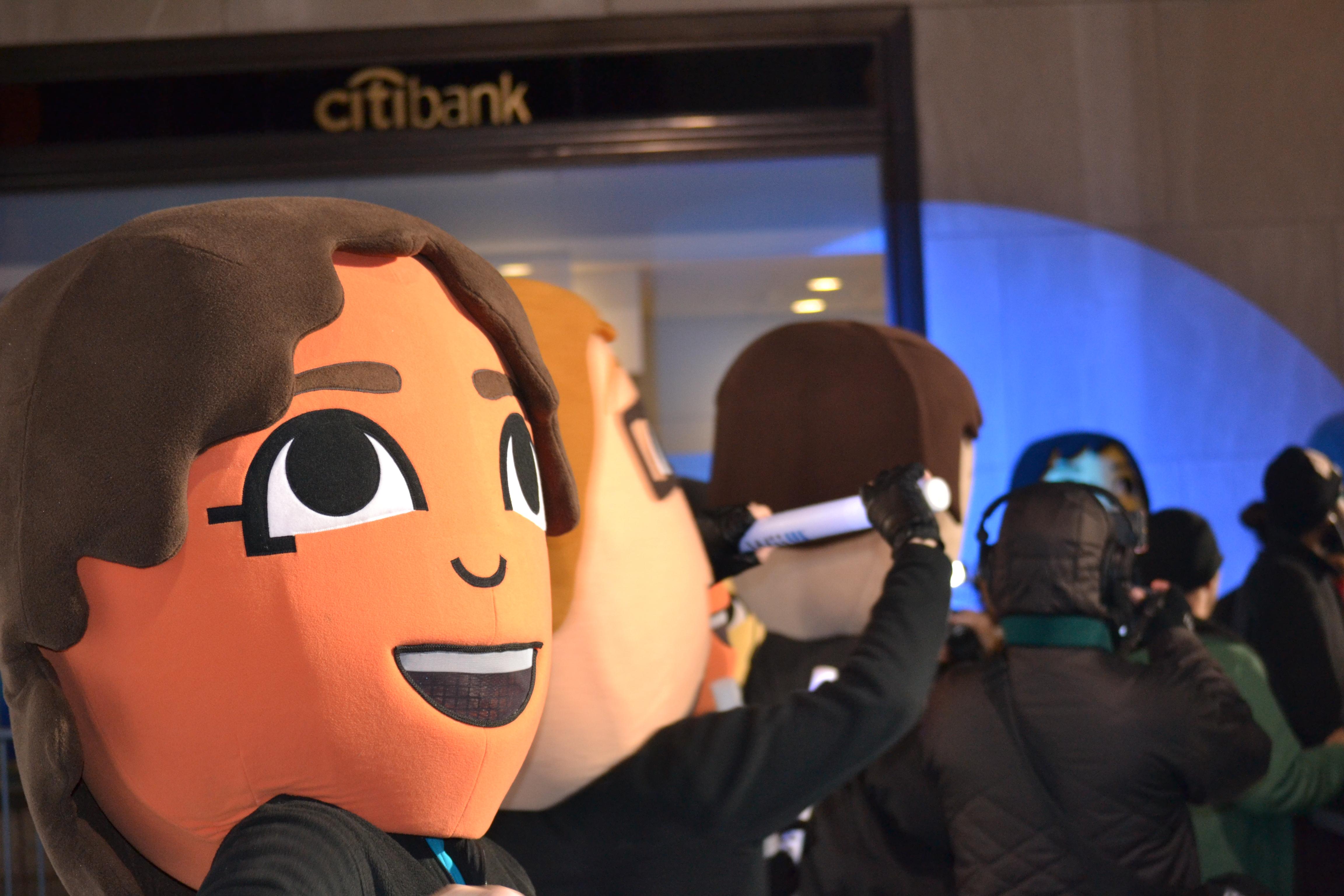 Los Miis no podían faltar en el evento de lanzamiento del año y estos divertidos seres mostraron las nuevas características de la consola de Nintendo a los asistentes.