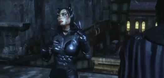 Catwoman es uno de los personajes que podrás elegir en ciertas secciones de la historia; con ella usarás el GamePad de formas diferentes a las de Batman