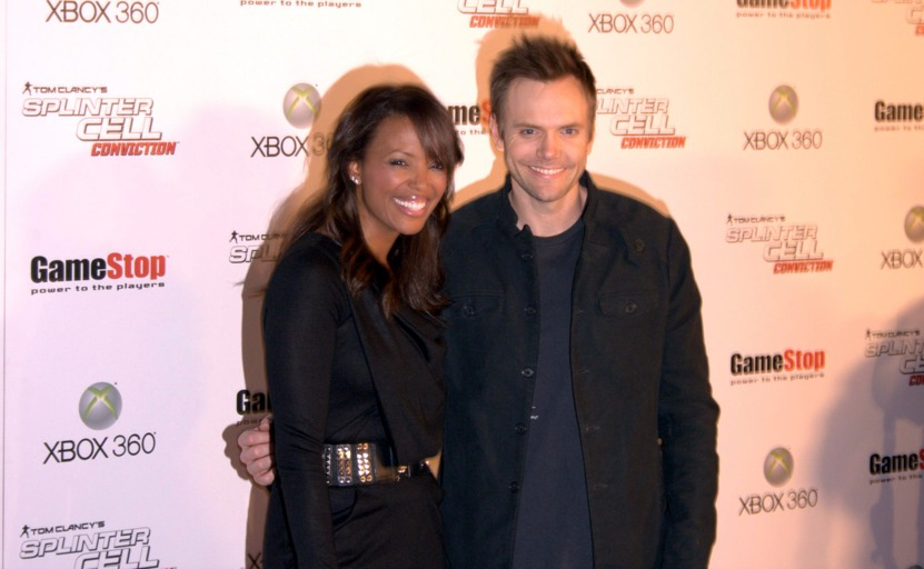 Aisha Tyler y Joel McHale en la presentación de Splinter Cell: Conviction