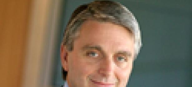 Riccitiello permanecerá como director de EA