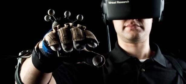 Mark Zuckerberg prueba nuevo prototipo de guantes para Oculus
