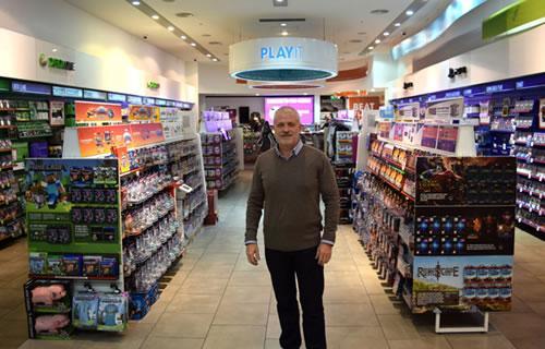 Mrtyn Gibbs ha tratado de manter relevantes sus tiendas, aunque dice que no ha sido fácil