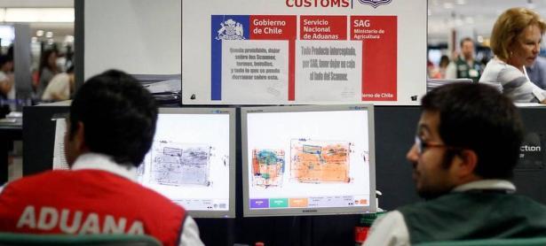 Empleados de aduanas en Chile realizarán <em>&quot;movilización fiscalizadora&quot;</em> esta semana
