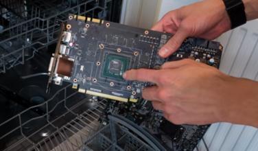 Profesional del overclocking enseña cómo lavar los componentes del PC en un lavavajillas