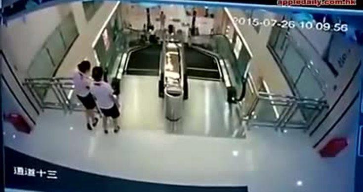 Mujer muere en escalera el ctrica videos metatube for Escaleras ferral
