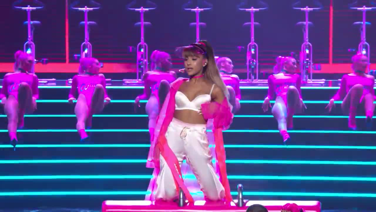 ariana grande side to side concert