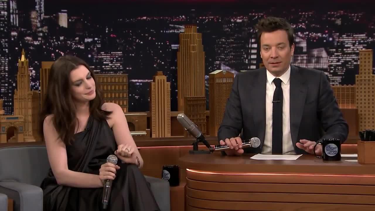 Anne Hathaway Does The Splits Videos Metatube # Muebles Google Translate