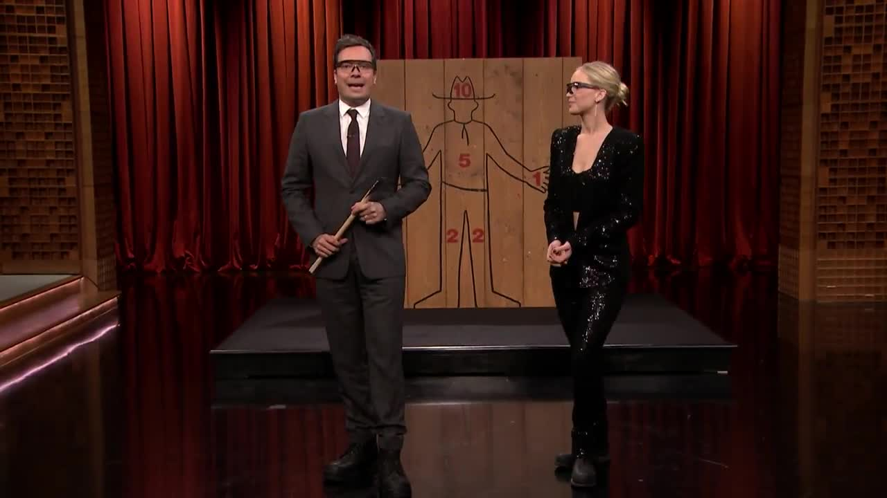 Jennifer Lawrence Challenges Jimmy To An Axe Throwing Contest  # Muebles Lawrence