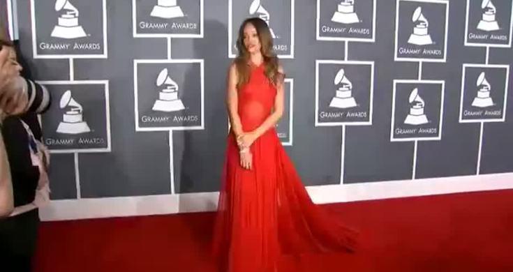 Grammys: Grammy Award 2013 Rihanna At Red Carpet