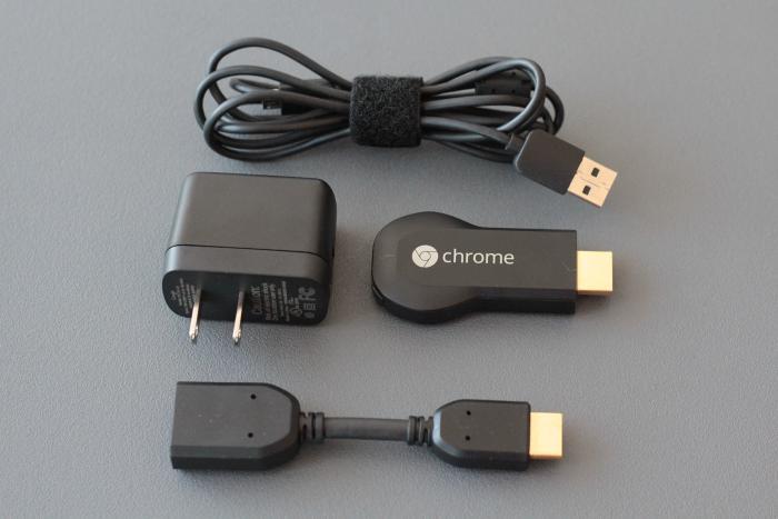 Chromecast incluye un cable micro USB, un adaptador de corriente, y un cable HDMI en caso de que el dispositivo no se ajuste a tu televisor