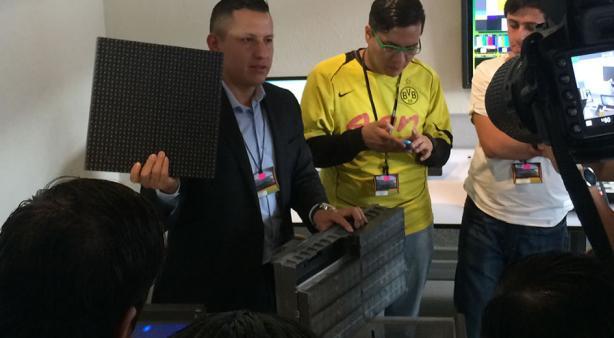 Eleazar nos muestra la comparación de los nuevos paneles LED con los de fósforo
