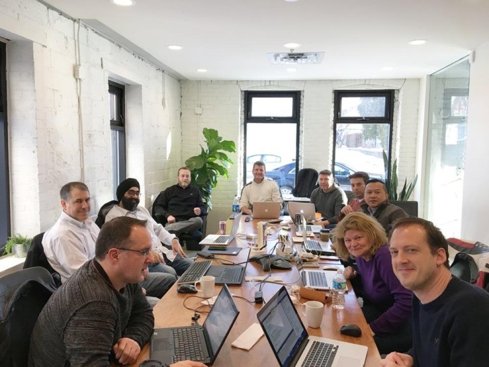 El equipo de Sansoro en su oficina de Minnesota
