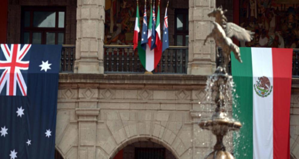 Banderas de ambos países en Palacio Nacional