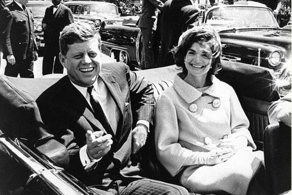 Imagen de los Kennedy momentos antes del asesinato.