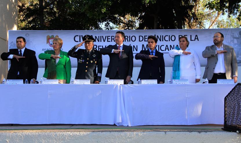 El alcalde Jorge Astiazarán y otros funcionarios durante el acto cívico conmemorativo del aniversario de la Revolución. Foto: Ayuntamiento de Tijuana.