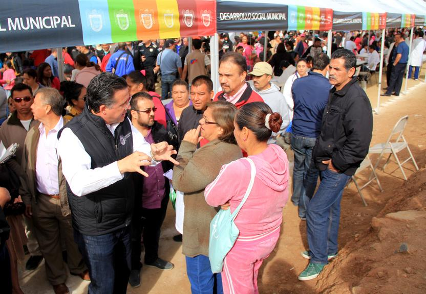 El Presidente Municipal, Jorge Astiazarán, durante la jornada de atención ciudadana. Foto: Ayuntamiento de Tijuana.