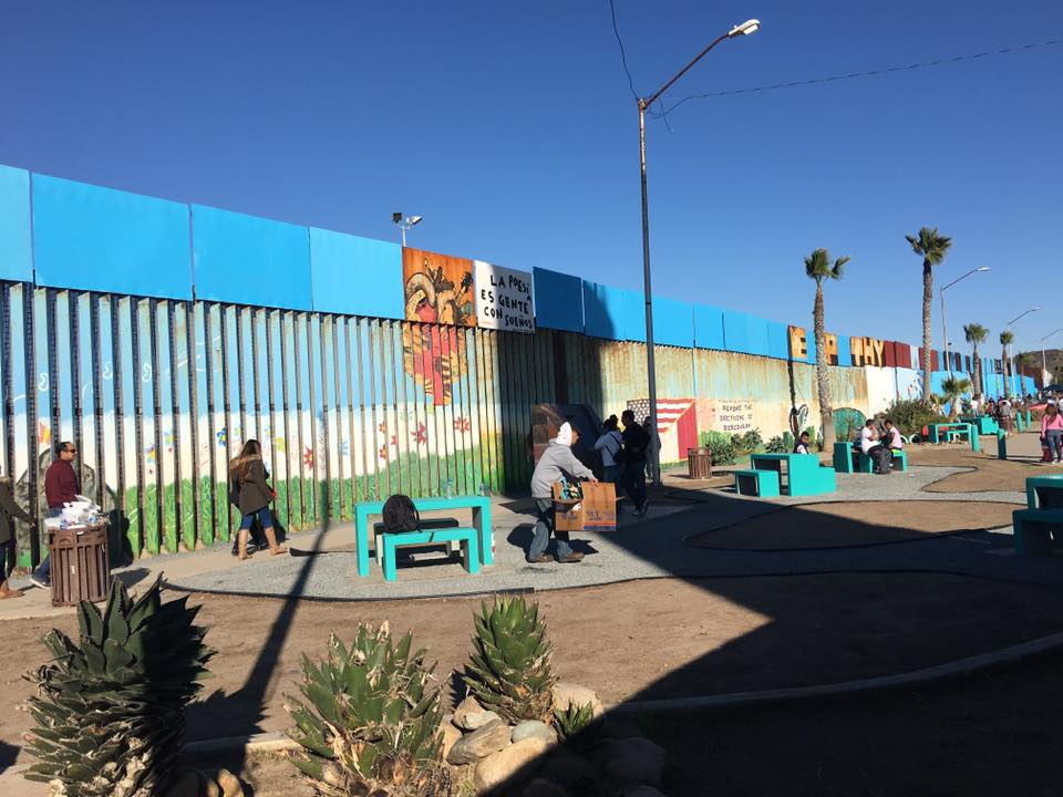 The border has a new aspect thanks to the brotherhood for Thank you mural