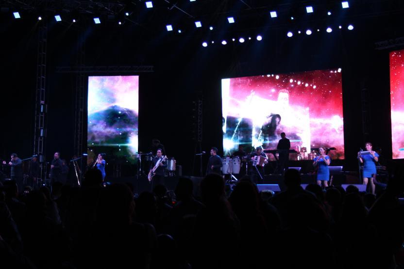Los Ángeles Azules fueron los encargados en abrir el concierto