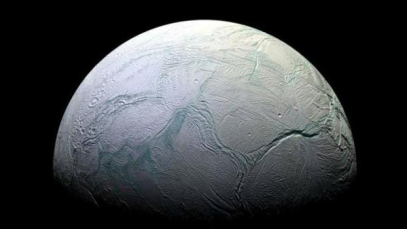 Encélado, una de las lunas del planeta