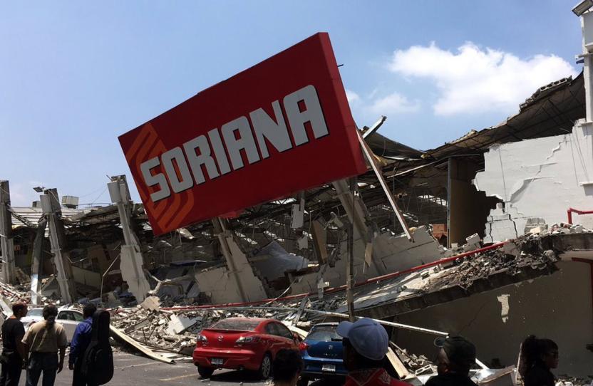 Un Soriana en la Calzada Taxqueña se derrumbó
