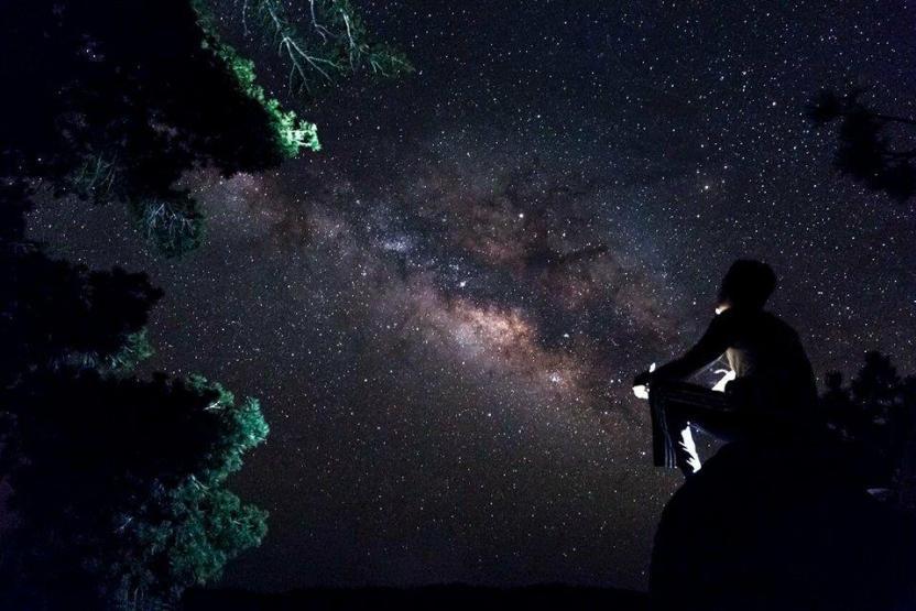 Ambas son las fotografías que participan por las cuales puedes votar. Starlit (Iluminado por las Estrellas) / JLuis P. Rodríguez
