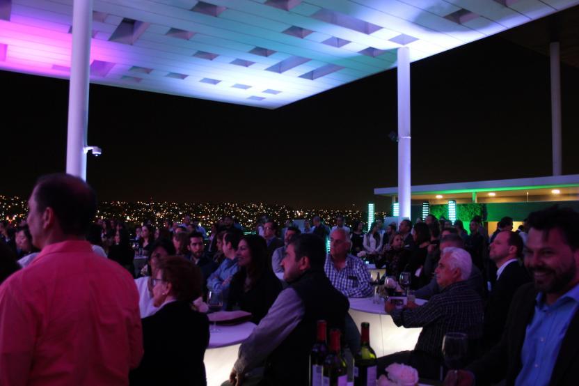 Los asistentes al evento de presentación en la azotea del edificio Torre Cosmopolitan. Foto: SanDIegoRed/José Sánchez