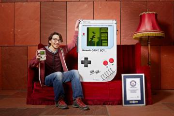 Estudiante construyó un enorme Game Boy
