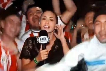 VIDEO: Reportera de Fox Sports golpea a aficionado de las Chivas