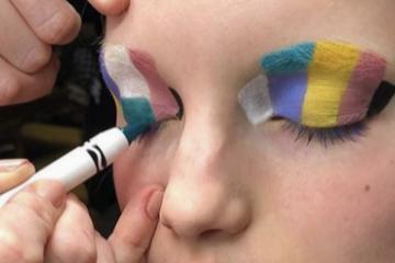 ¿Crayolas + Maquillaje?