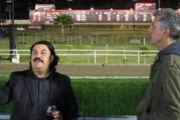 El tijuanense Tony Tee da pésame por suicidio de Bourdain