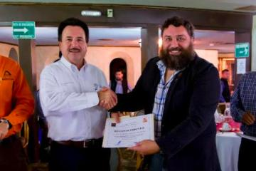 Atiende alcalde a miembros de la Federación de Colegio de Valuadores