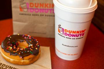 Dunkin Donuts premia a quien acuse a trabajadores que no hablen...