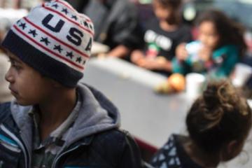 Niños migrantes han intentado suicidarse en refugio según ex...