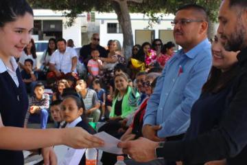 Se gradúan más de 400 alumnos en primarias municipales