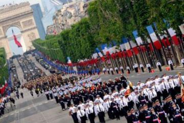 Francia celebra su día nacional con dos incidentes