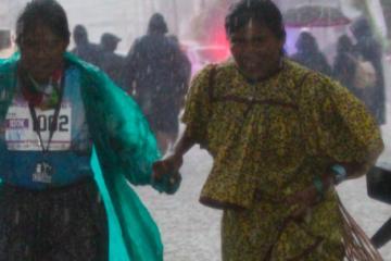 Ni el diluvio detuvo a la rarámuri Lorena de terminar el...