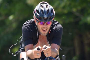 San Dieguino establece récord de ciclismo a fondo en EE.UU.