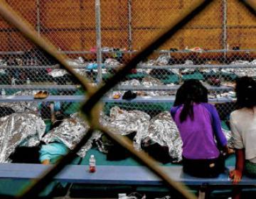 Gobierno de Estados Unidos reúne a 450 niños inmigrantes con sus...