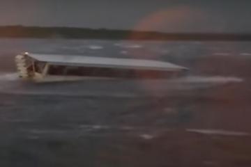 Suman 17 muertos tras naufragio en lago de EU