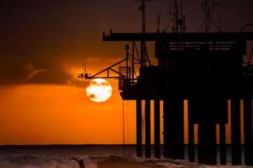 Playa de San Diego rompe récord por temperatura oceánica más...