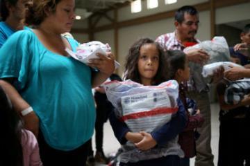 Más de 550 niños migrantes no han sido reunidos con sus padres