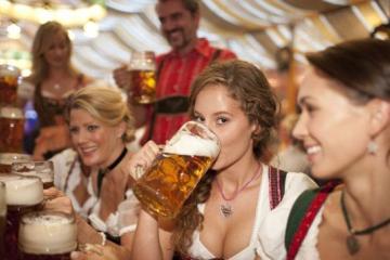 Ser soltera y beber a solas una cerveza