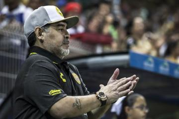 Debut soñado para Maradona