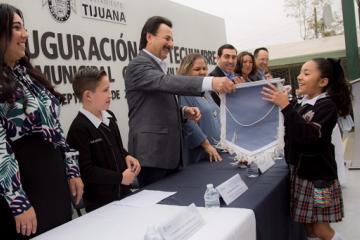 Inauguran obra de techumbre en la primaria Carlos Villalvazo