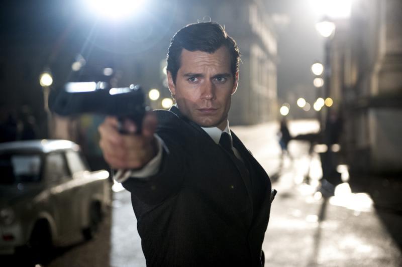 Henry Cavill en El Agente de C.I.P.O.L. Junto con la ayuda de un agente de la KGB, el agente de la CIA Napoleon Solo deberá salvar al mundo de una bomba atómica.