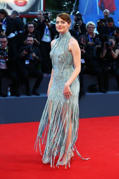 Emma Stone en la alfombra roja durante el primer día del festival