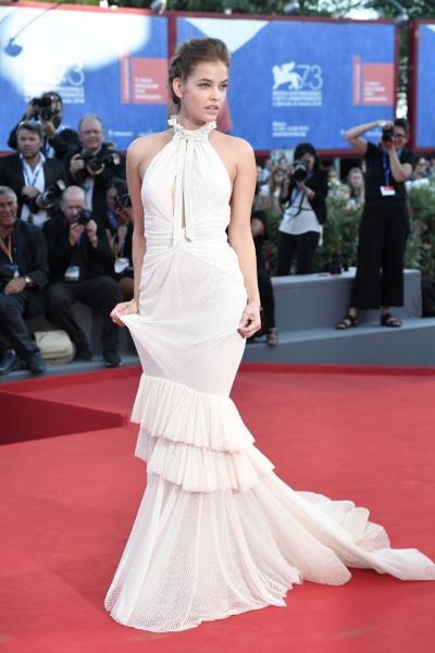Barbara Palvin en el Festival Internacional de cine de Venecia