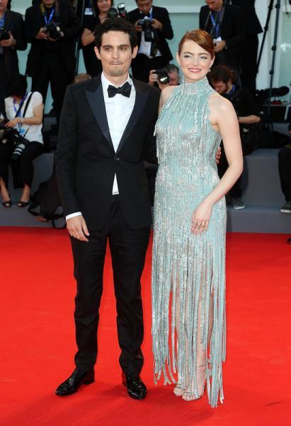 Damien Chazelle y Emma Stone en la alfombra roja
