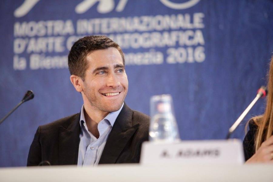 Jake Gyllenhaal en conferencia de prensa del filme Nocturnal Animals