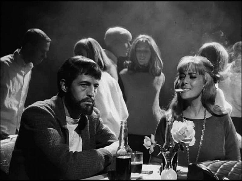 Silvia Pinal al lado de Claudio Brook en Simón del desierto (1962)
